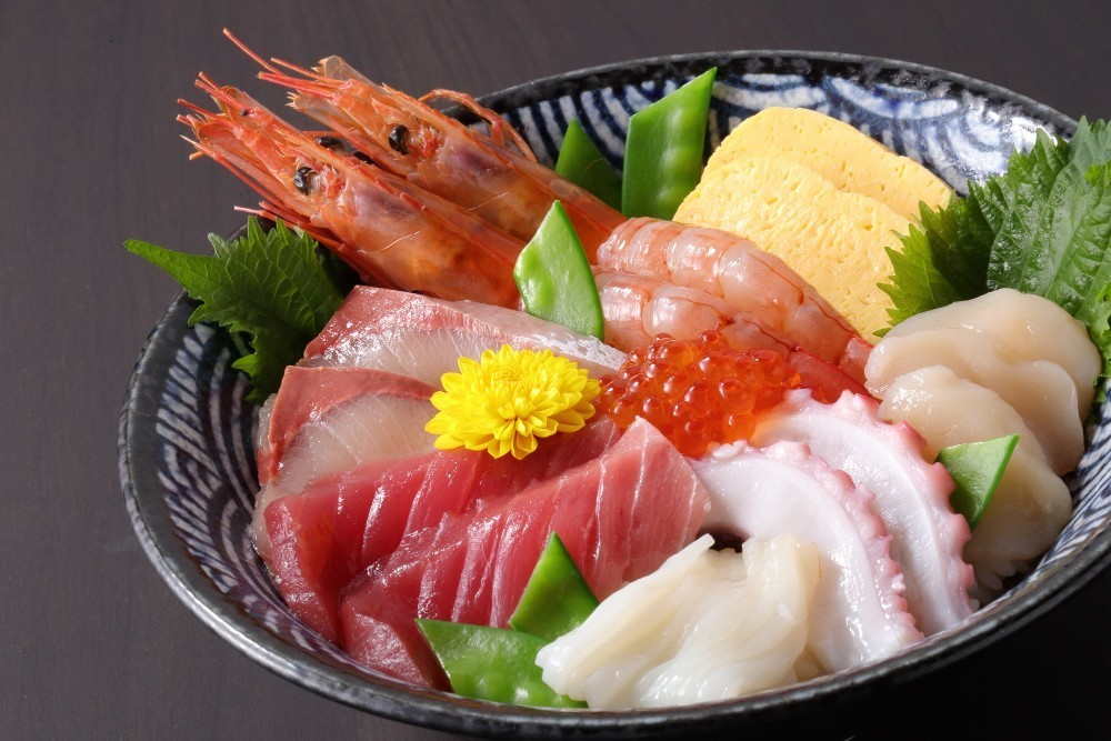 What is 'Kaisen Don?' (+ How is it Different from 'Chirashi | favy