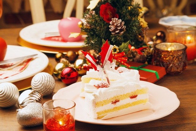 christmas cake and traditions in japan