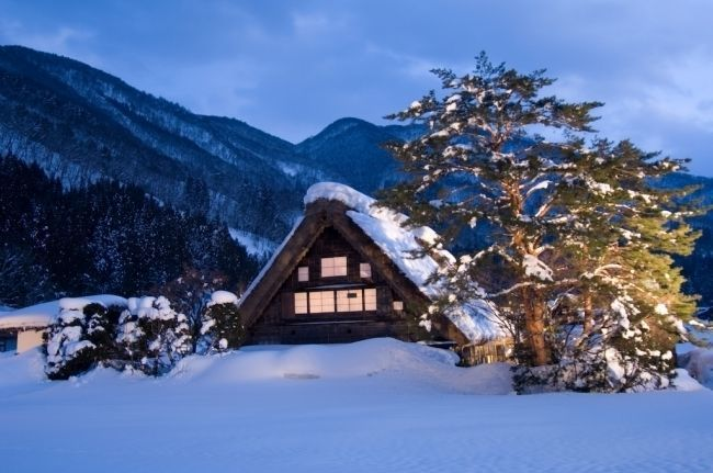 Shirakawa_House_Covered_In_Snow_