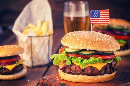 American_burger_with_fries
