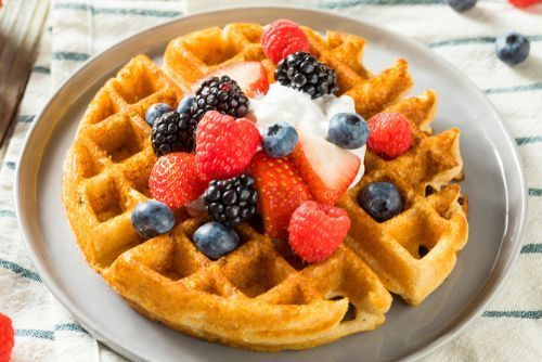 Waffles_with_berries