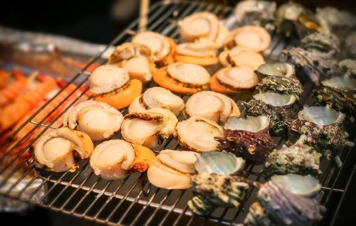 Grilled_Scallop_at_Kuromon_market