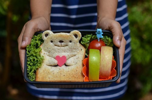 Bento_box_with_sandwich