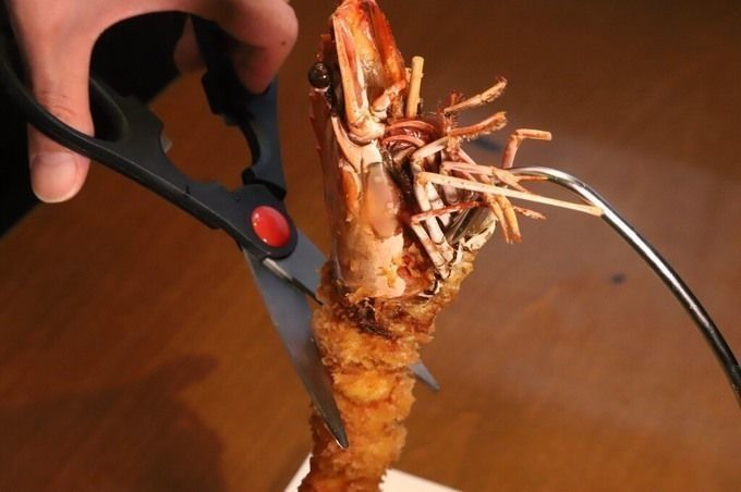 shrimp_being_cut