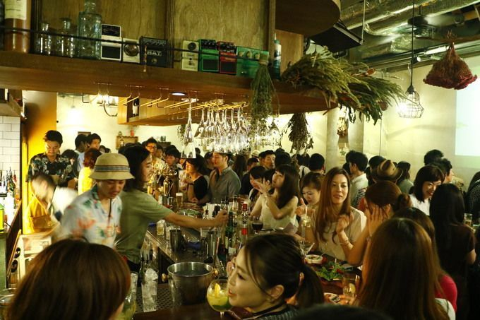 Ginza_300_Bar_full_with_people