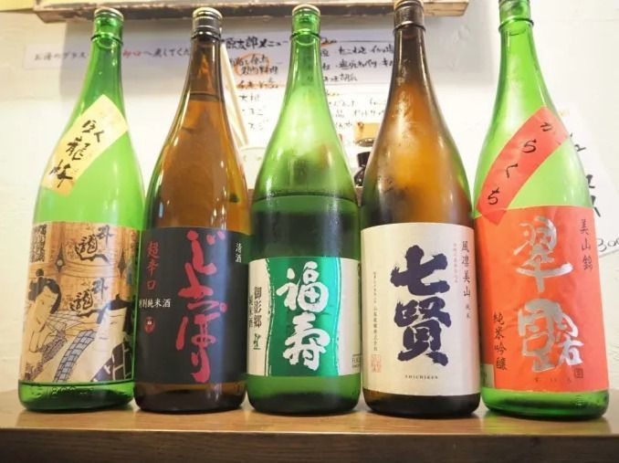 Sake_bottle_row