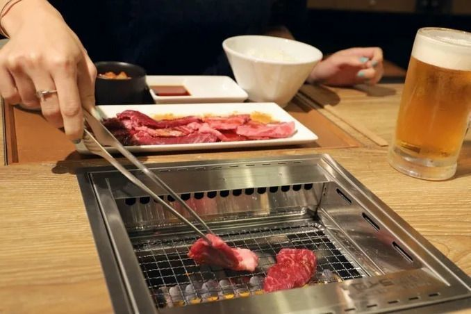 grilling_at_yakiniku_like
