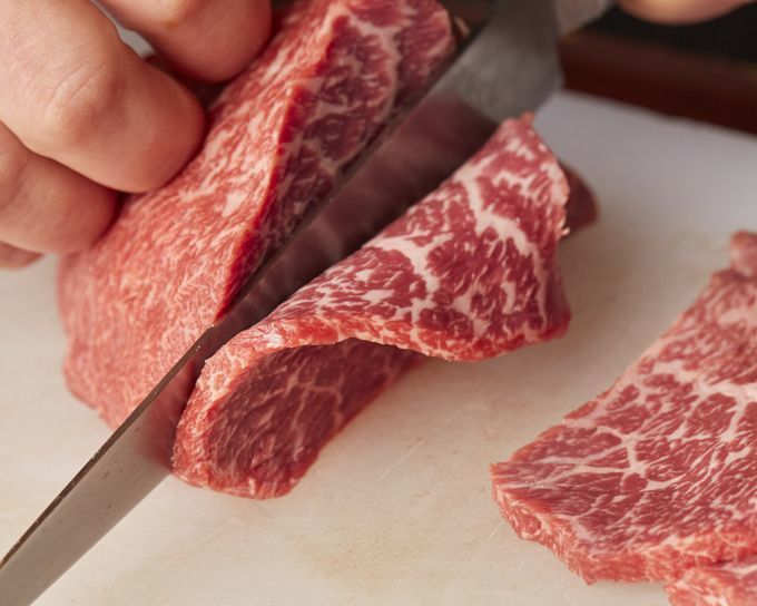 slicing_wagyu