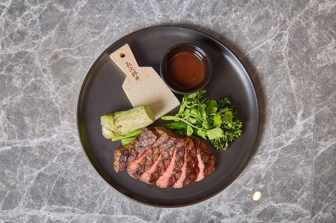 Kobe_beef_steak_at_mercer_brunch_kyoto
