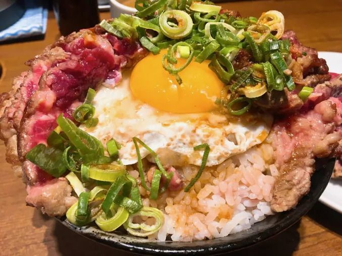 Takeru_steak_bowl_egg