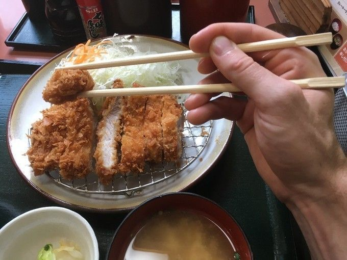 using_chopsticks_to_pick_up_tonkatsu