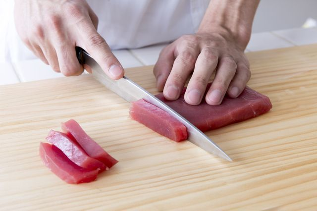 slicing_sashimi