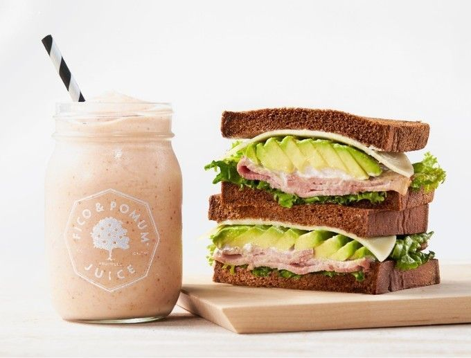 Fico_and_Poumu_signarute_sandwhich_and_smoothie