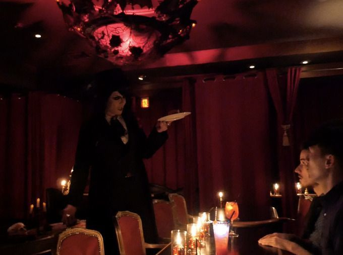 vampire_cafe_count_rose_serving_food
