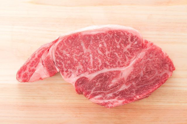 wagyu_raw_steak_marbling