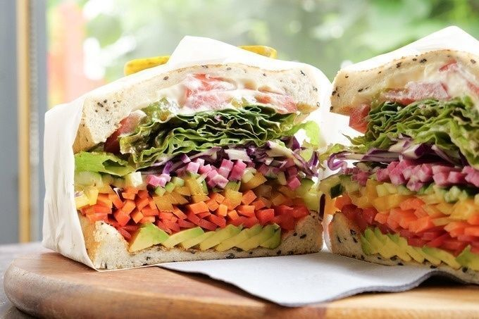 vegetarian_sandwich_cut